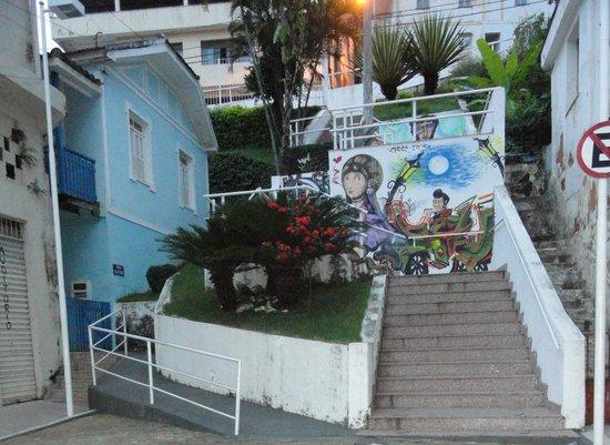 Cachoeiro De Itapemirim, ES: A casa e a escadaria.