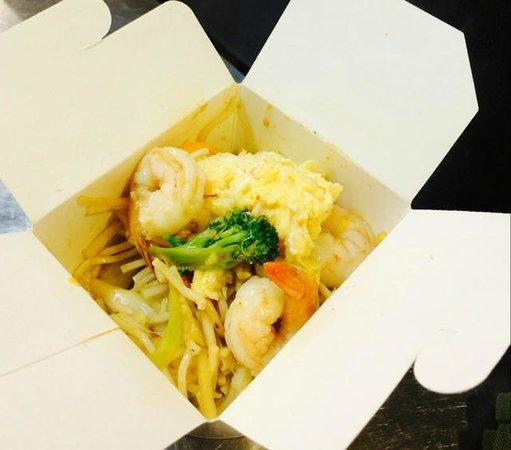 Thaï Box Minute : Nouille + Crevette + Saté + légumes + oeuf => 6€00