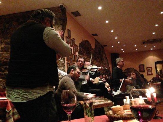 Galata Restaurant & Bar: Wonderful musicians
