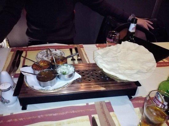 Ramna Tandoori Indian Restaurant : Lekkere hapjes van het huis als aperitief