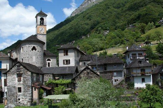 Valle Verzasca : Домам вокруг 400 лет и более