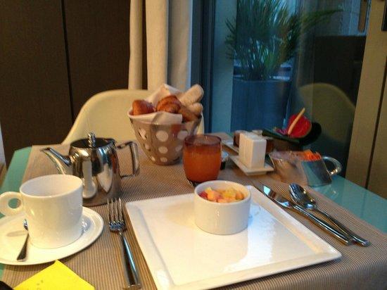 Hotel de Sers: Continental Breakfast