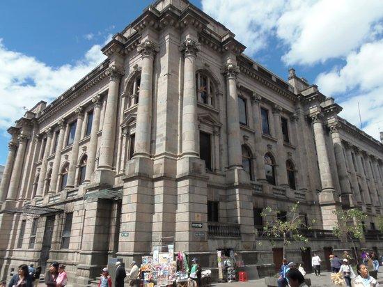 El edificio de la vicepresidencia de la rep blica for Edificio puerta del sol quito