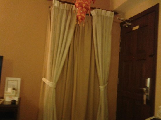 Anggun Boutique Hotel: Internal window