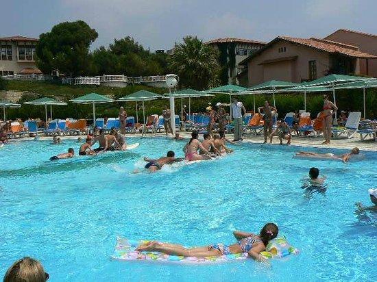 Attaleia Holiday Village: большой бассейн