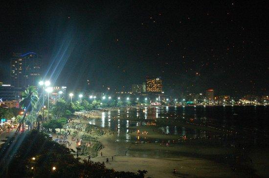 Dusit Thani Pattaya: pattaya beach