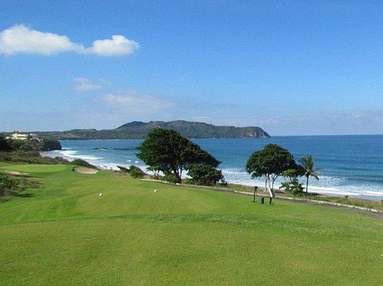 Litibu Golf Course: Cooling breezes