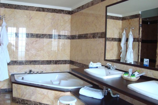 Paradise Park Fun Lifestyle Hotel: Badezimmer / Executive Suite