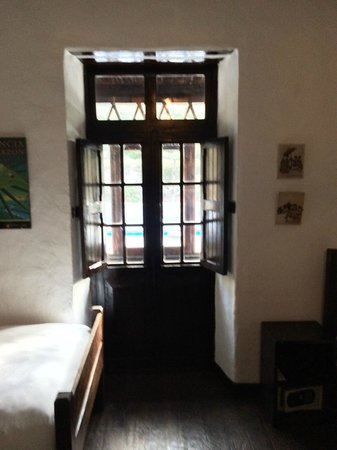 El Albergue Ollantaytambo: Antique hotel with original windows