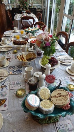 Killyon Guest House: breakfast table