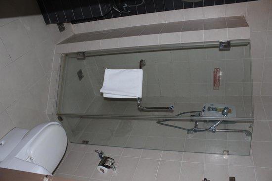 KK Suites Hotel : Bathroom