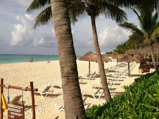 Mahekal Beach Resort : View of beach from Aventura area