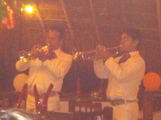 Mahekal Beach Resort : Awesome mariachi band one night