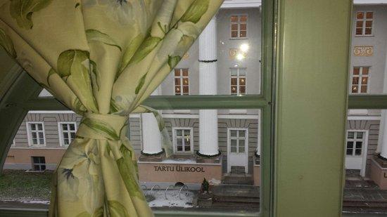 Hotel Antonius: Вид номера с балками.
