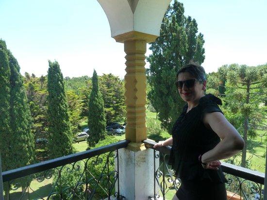 La Figura: Acà estoy en el balcòn de la habitaciòn