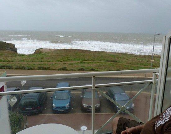 Hotel La Corniche : terrasse privative et vue sur la mer