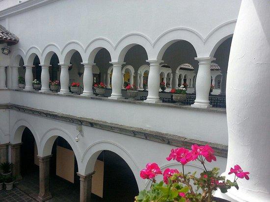 Quito Historical Old Town Tour: Palacio Presidencial