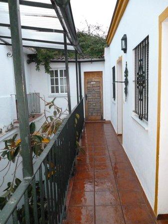 Camere al secondo piano con accesso dal ballatoio interno for I migliori siti di piano casa