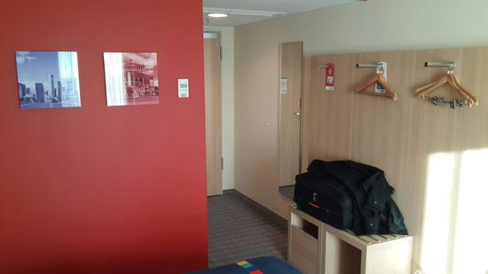 Park Inn by Radisson Frankfurt Airport: Inside the room