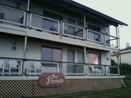 Fireside Motel: The oceanfront building