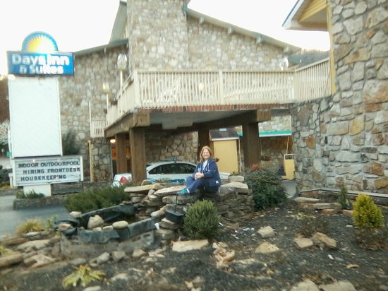 Days Inn And Suites Downtown Gatlinburg Parkway: My husband took this pic of me right after we had checked into our room. Loved our trip!