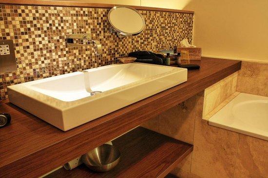 The Scarlet Hotel: Bathroom in room 28