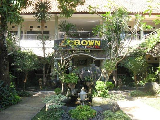 Crown Hotel Mataram : hotellfront