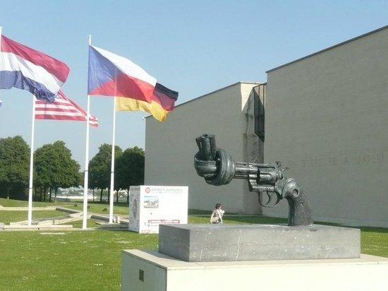Mémorial de Caen : Facade du  memorial
