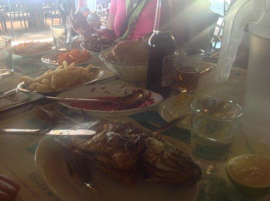 Ein Gev Fish Restaurant : houmous, entrées orientales avant le poisson
