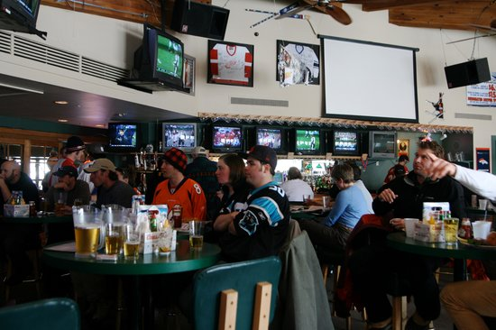 Evergreen Lodge: sports bar