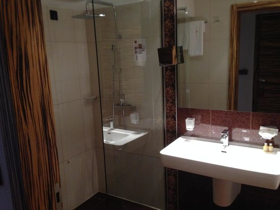 Hotel Europe Sarajevo: Bathroom