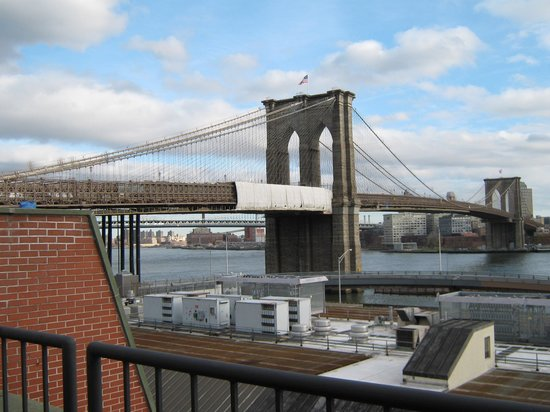 BEST WESTERN PLUS Seaport Inn Downtown: The Brooklyn Bridge from room 703