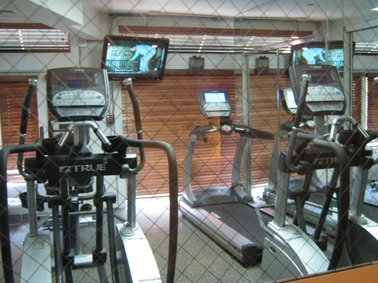 BEST WESTERN PLUS Seaport Inn Downtown: Fitness room has four machines