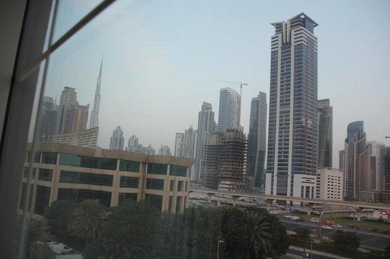 Holiday Inn Express Dubai - Safa Park: Вид из окна н.469