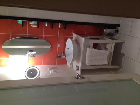 Hotel Indigo Liverpool: Shower room