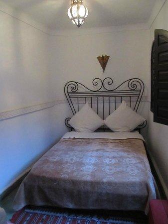 Riad La Perle de Marrakech: Camera. Non ci si riesce a girare