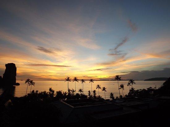 Centara Grand Beach Resort & Villas Krabi : Sunset from our Balcony