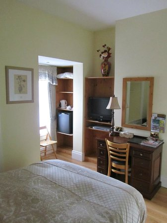 Avenue Guest House: smaller room on the 1st floor