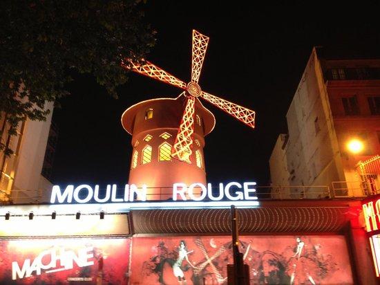 Best Western Paris Louvre Opera: Moulin Rouge