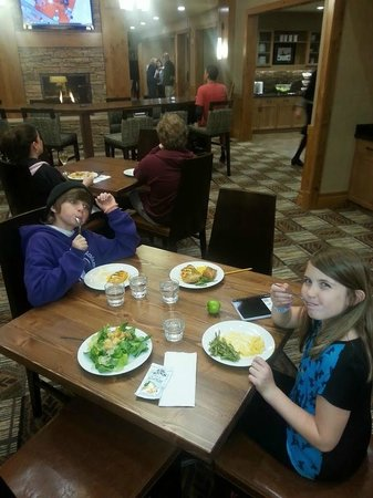Homewood Suites by Hilton Durango: Dinner Time