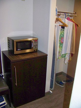 Holiday Inn Express Hotel & Suites - Santa Clara: refrig, microwave, closet