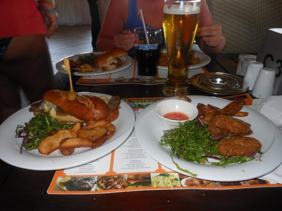 Royal Wings Hotel: starter and main meal