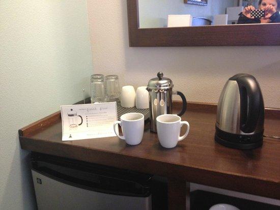 Inn at Nye Beach : Preparando um cafe na French Press...