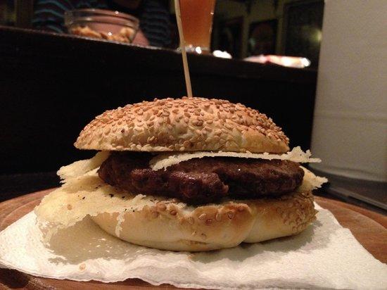 """La Piccola Abbazia : Hamburger """"cacio e pepe""""."""