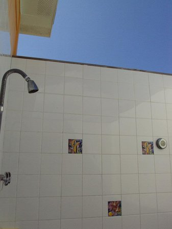 Tail Winds Resort: Awesome outdoor shower!