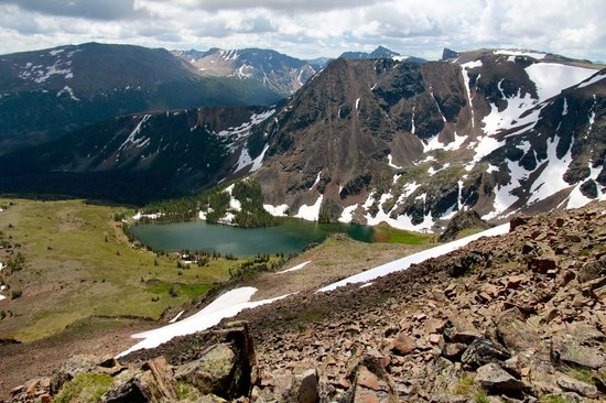 Cathedral Lakes Lodge: View from the Rim Trail