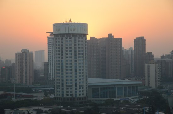 Hua Ting Hotel & Towers: Sunrise from room 1810