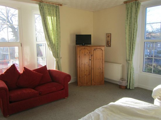 Breezemount Manor: large room (with kitchen)