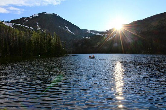 Cathedral Lakes Lodge: Sunset paddle on Quiniscoe Lake