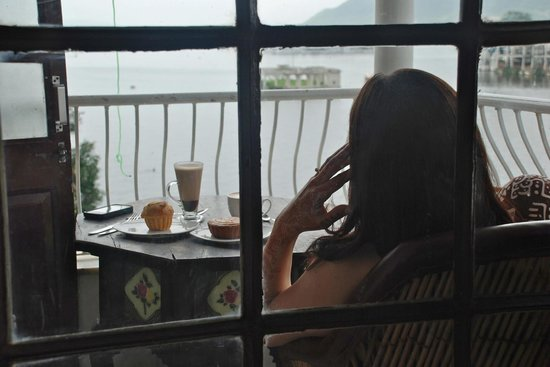 Jheel Guest House: Coffee on the balcony